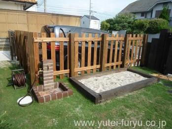立水栓と枕木の菜園スペース