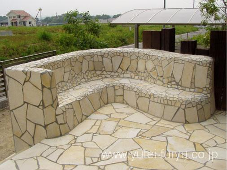 自然石乱張りのテラス・ベンチ