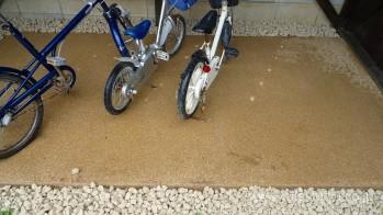 自転車置き場床面