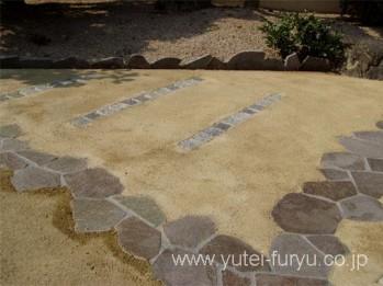 鉄平石と真砂土舗装