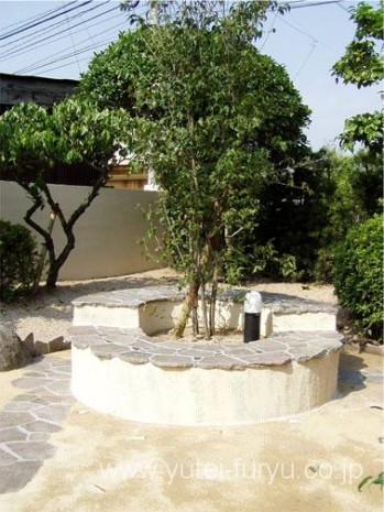 鉄平石を使った和風のベンチ