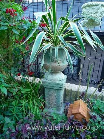 花壇内のオブジェ